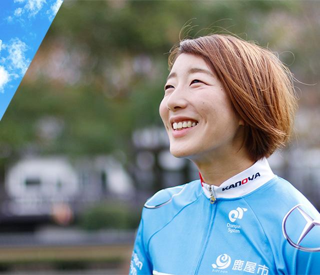 写真:笑顔の上野選手