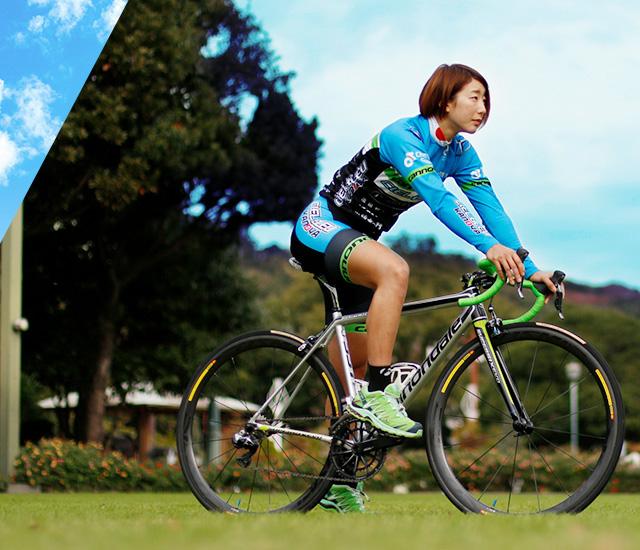 写真:自転車にまたがっている上野選手